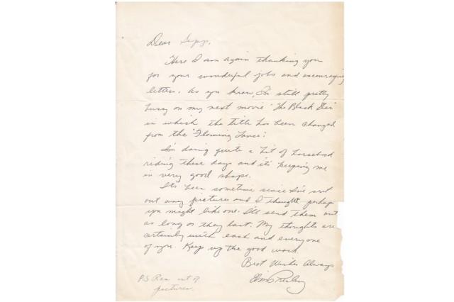 Im Februar 1960 landete Elvis Presley in Hirschau, Oberpfalz. Der Lokaljournalist Josef Müller fotografierte ihn und schickte ihm die Bilder. Dafür bekam er einen Brief