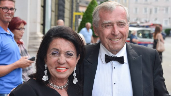 Festspielauffahrt zur Premiere von Manon Lescaut in Salzburg Dieses Bild zeigt die Unternehmer Regi