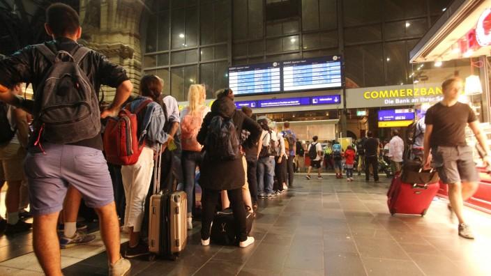 Nach einem Blitzeinschlag in ein Stellwerk in Walldorf musste der Zugverkehr zwischen Frankfurt und