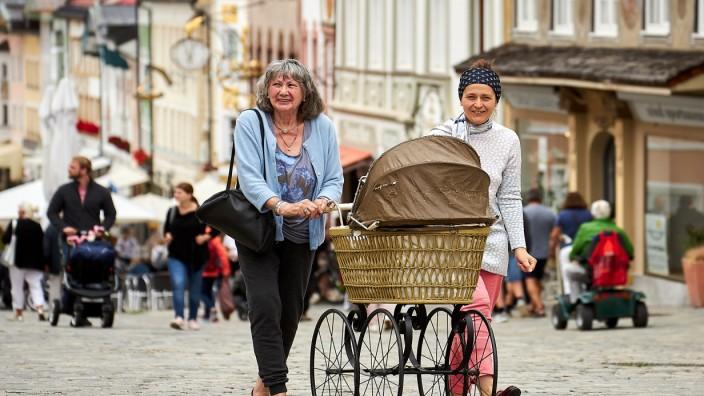 historischer antiker Kinderwagen