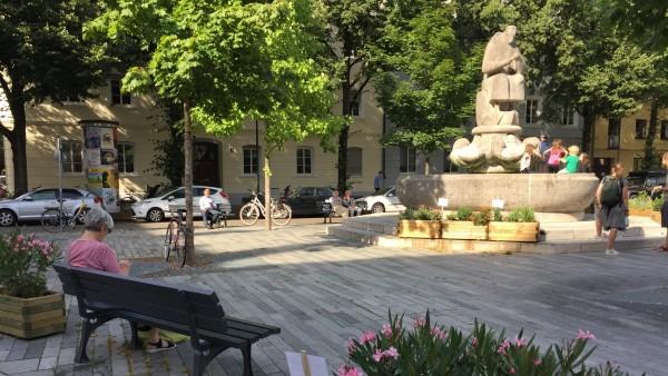 Josephsplatz mit Blumenkübeln