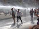 Wasserwerfer gegen Demonstranten in Diyarbakir (Vorschaubild)