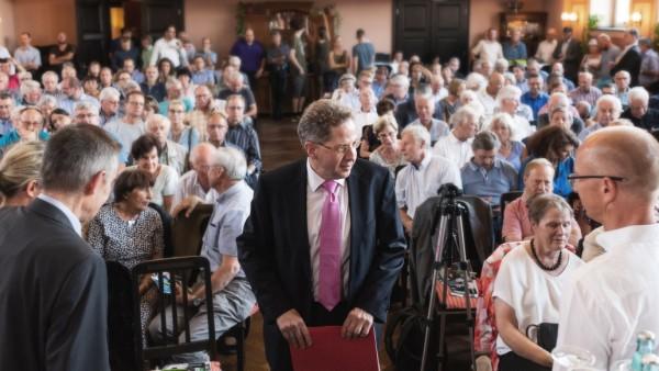Ex-Verfassungsschutz-Chef Maaï¬'en in Radebeul