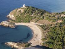 Luftaufnahme vom Torre di Chia Südküste Sardinien Italien Europa iblrus03943462 jpg