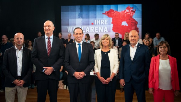 Spitzenkandidaten in der rbb-Wahlarena vor Landtagswahl in Brandenburg