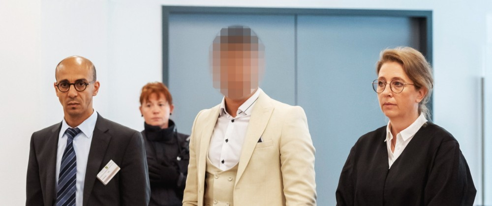 Alaa S., suspected of being responsible for the stabbing of Daniel H. in Chemnitz, arrives for at a court in Dresden