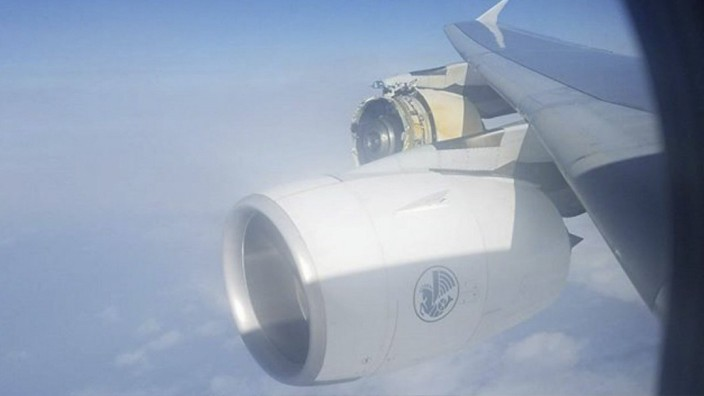 Explosion of the engine 4 of the Air France A380 Flight CDG LAX AF66 emergency landing in Canada