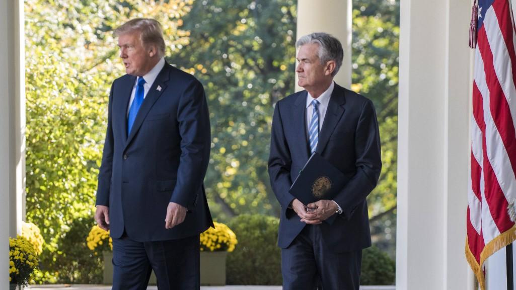 US-Konjunktur - Männer, die auf Zinsen starren