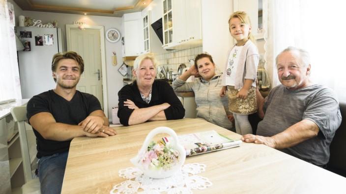 München, Harlaching, Festwiese an der Oberbiberger Straße, Reportage über die Familie Frank, die seit Jahrzehnten einen kleinen Zirkus betreibt.