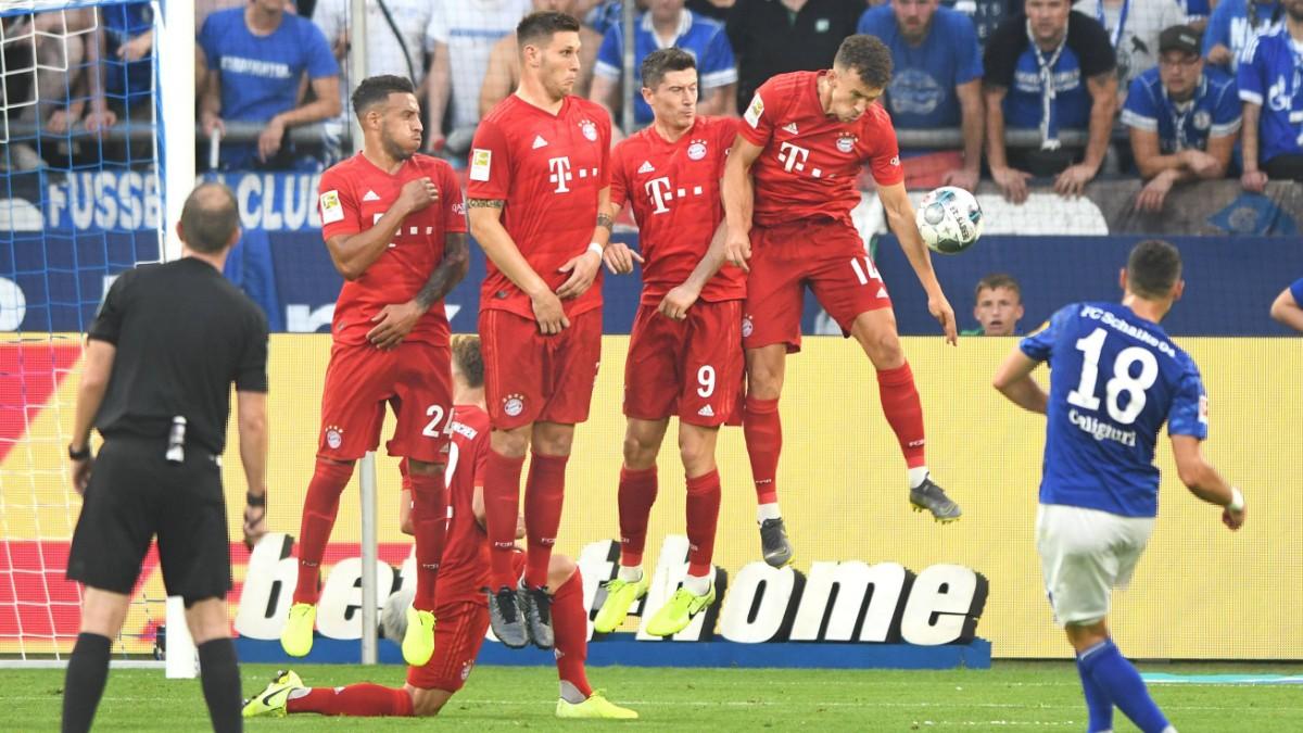 Umdstrittener Videobeweis bei Schalke gegen Bayern