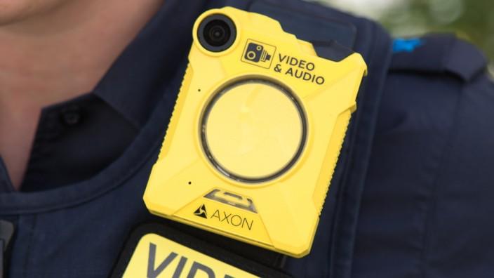 1400 Körperkameras sind für Polizeiinspektionen im Freistaat eingeplant.