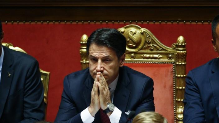 Giuseppe Conte, Ministerpräsident von Italien, und Matteo Salvini (links)
