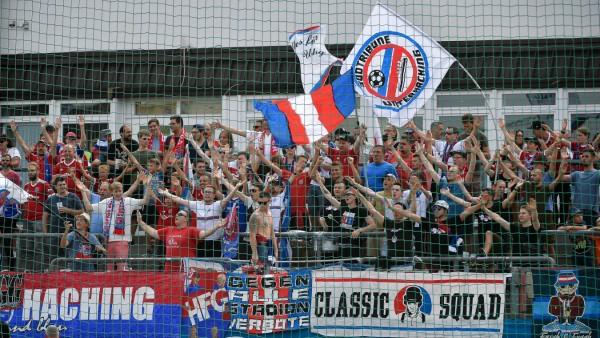 Unterhachinger Fans Fans Publikum Zuschauer Stimmung Atmosphäre Stadion 25 08 2019 Unterhach