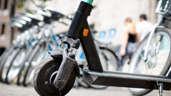 E-Scooter und Leihfahrräder