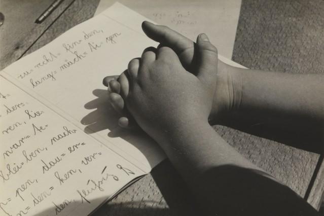Kinderhände, 1928