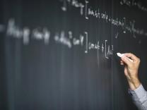 Mathematik: Fields-Medaille geht an Peter Scholze - Wissen