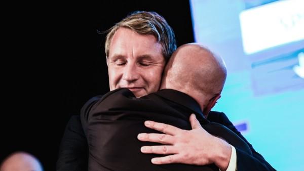 AfD-Politiker Björn Höcke und Andreas Kalbitz nach der Landtagswahl in Brandenburg 2019