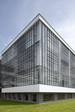 Bauhausgebäude Dessau, Glasfassade