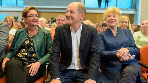 Olaf Scholz und Klara Geywitz auf der SPD-Regionalkonferenz in Saarbrücken