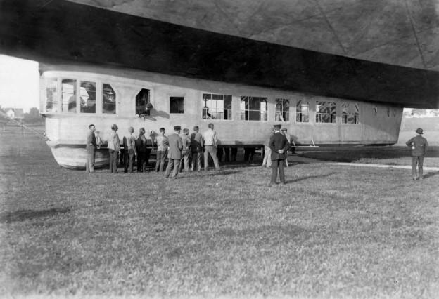 """Passagierkabine des Zeppelin-Luftschiffes """"Bodensee"""" (LZ 120), 1919"""