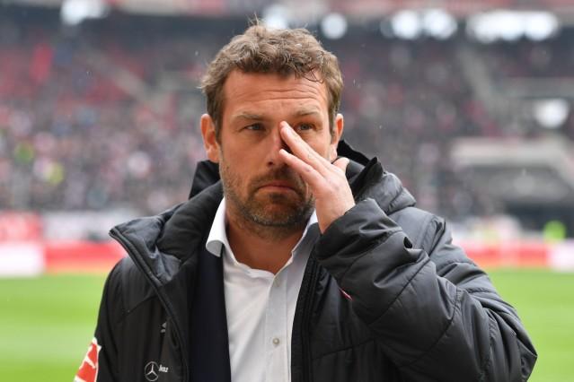 Markus WEINZIERL Trainer VFB Stuttgart Gestik Enttaeuschung Frust enttaeuscht frustriert niederge; Fußball - Trainer, Markus Weinzierl