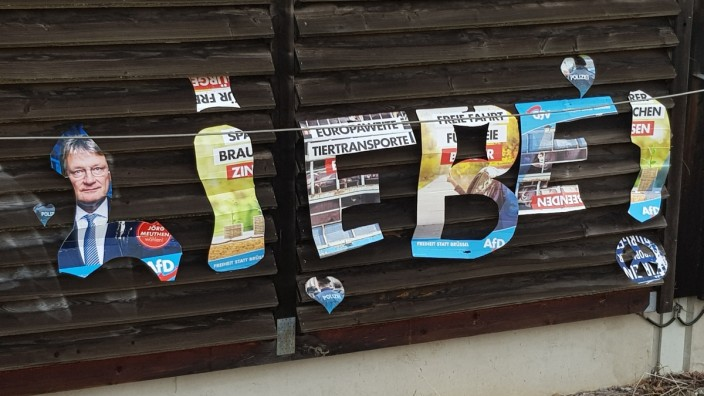 Lärmschutzwand Laermschutzwand Baldham S-Bahn SBahn S Bahn, umgebaute AfD-Plakate Schriftzug Liebe