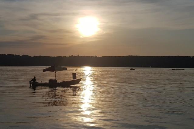 Eisboot Sonnenuntergang Starnberger See Getränke Eis