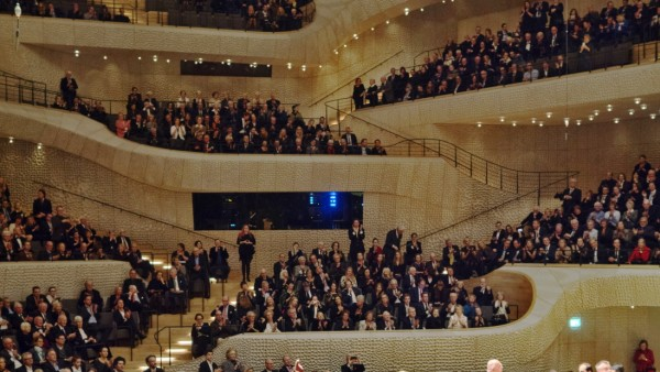 Elbphilharmonie Innenaufnahme mit Publikum