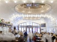 Essen und Trinken Stiller Genuss im Restaurant