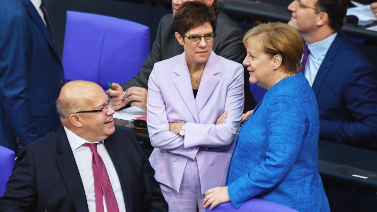 Bundestag: Merkel mahnt Europa