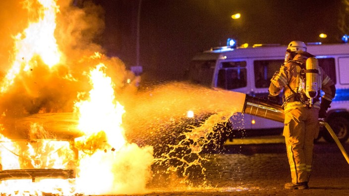 Feuer PKW Friedrichshain In der Nacht von Freitag auf Samstag werden in Berlin Friedrichshain mindes