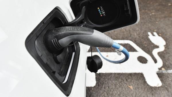 Projekt der Landesenergieagentur zu E-Autos in Kommunen
