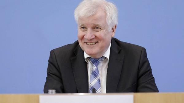 Horst Seehofer Bundesminister des Innern fuer Bau und Heimatschutz CSU PK zu Vorstellung Jahre