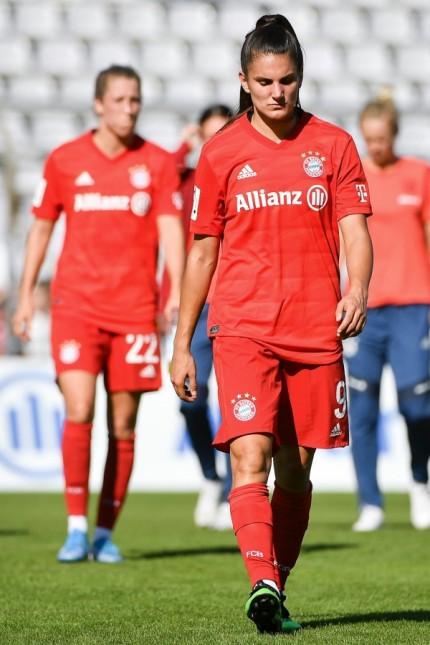 Spielerinnen des FC Bayern vorn Jovana Damnjanovic FC Bayern München FCB 9 nach Spielende entt; Fußball