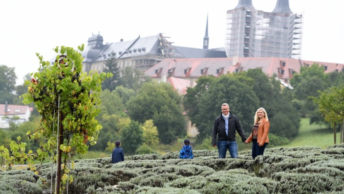 Über ihr Familienleben spricht Gesundheitsministerin Melanie Huml selten, das ist privat. Deswegen sollen Emanuel und Jeremia nicht erkannt werden.Daheim in Bamberg kümmert sich Humls Ehemann Markus viel um die Kinder.