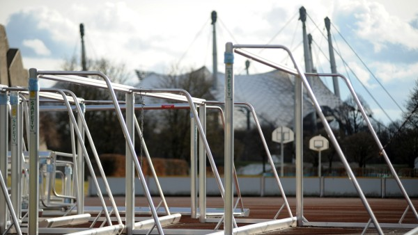 Abgestellte Tore am ZHS Sportplatz im Münchner Olympiapark, 2018
