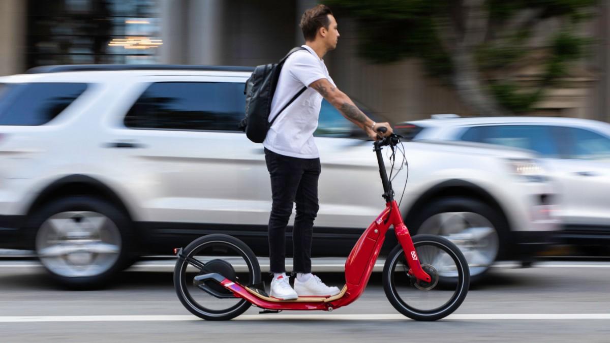 Stilkritik: E-Scooter-Haltung