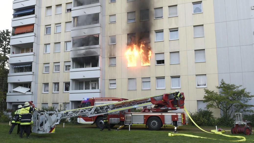 München: E-Scooter verursacht Hausbrand - 10 Verletzte