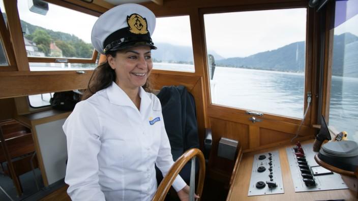 Najd Boshi, syrische Kapitänin die Fähre (eher Boot, Dampfer) am Tegernsee steuernd.