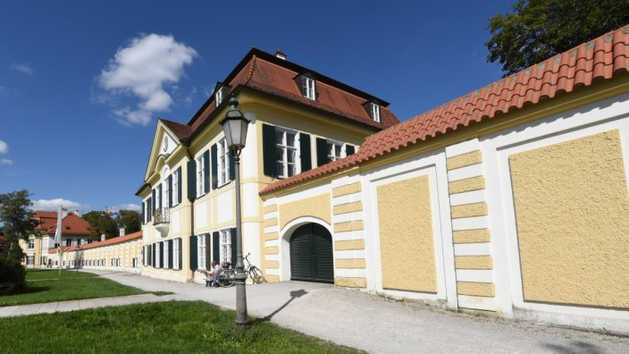 Ein Foto des Kavaliershauses im nördlichen Schlossrondell.