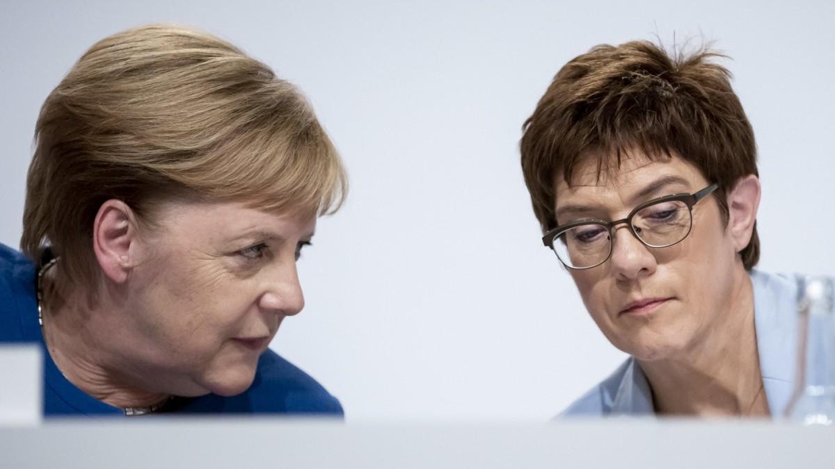 Warum Merkel und Kramp-Karrenbauer getrennt fliegen