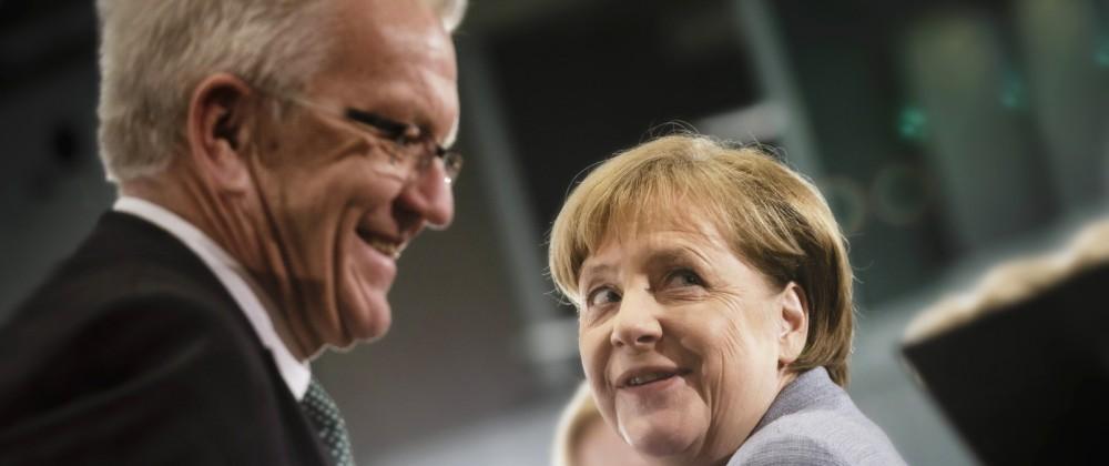 Bundeskanzlerin Angela Merkel CDU und der Ministerpraesident von Baden Wuerttemberg Winfried Krets
