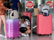 Nach der Thomas Cook Pleite warten Passagiere auf ihren Abflug in Heraklion, Kreta
