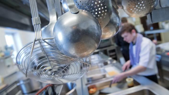 Ausbildung am Herd: Köche arbeiten in Landgasthof und Sterneküche
