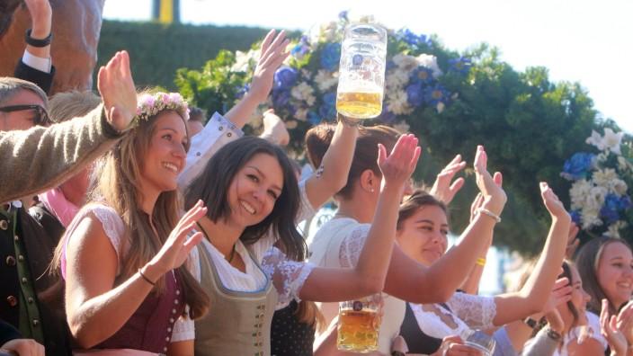 traditioneller Einzug der Wiesnwirte des Festring s eV zum Auftakt des Oktoberfest s in München, Bayern, Deutschland: fe