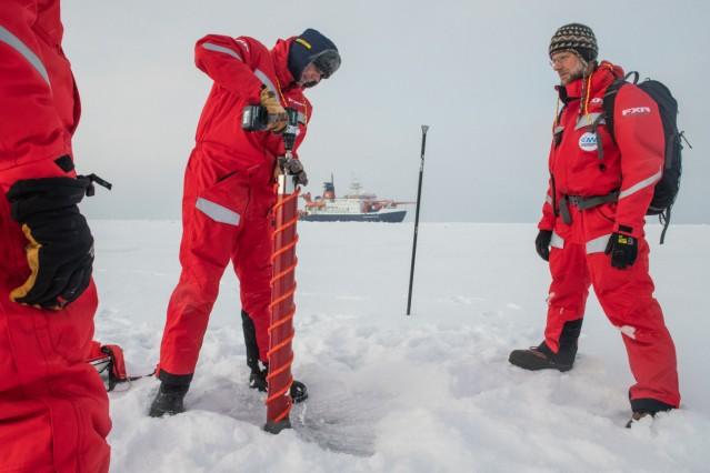 Auf einer Eisscholle durch das Nordpolarmeer