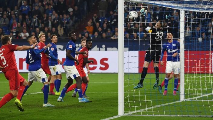 05.10.2019, xjhx, Fussball 1.Bundesliga, FC Schalke 04 - 1.FC Koeln emspor, v.l. Alexander Nuebel (FC Schalke 04), Jonas