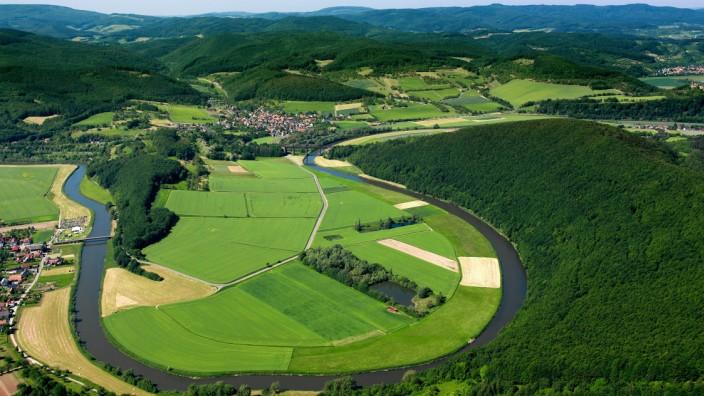Der Fluss Werra in der Gemeinde Lindewerra im Bundesland Thüringen