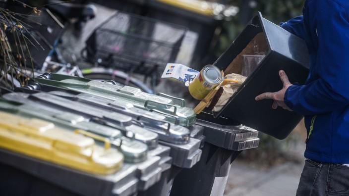 Bewältigung des Haushalts: Müll-Entsorgung