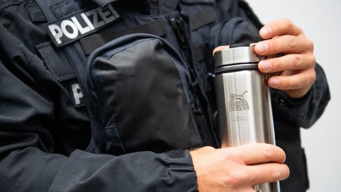 Bayerische Bereitschaftspolizei stellt Trink-Shakes für Einsätze